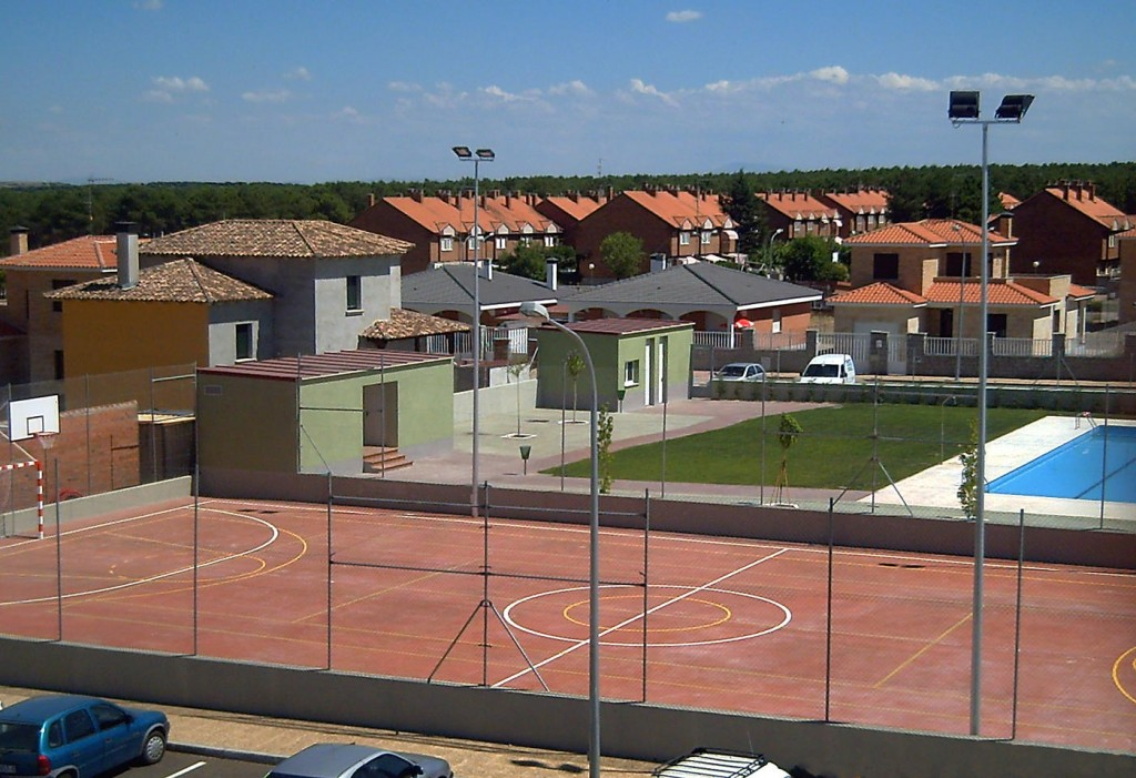 Polideportivo y piscina